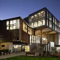 Faculdade de Artes Criativas / Athfield Architects Cortesia de Trends Publishing
