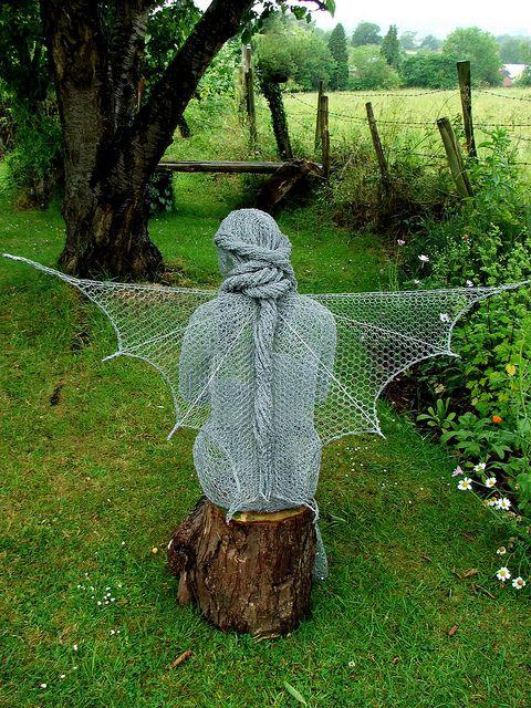 Chicken wire garden sculpture by Derek Kinzett