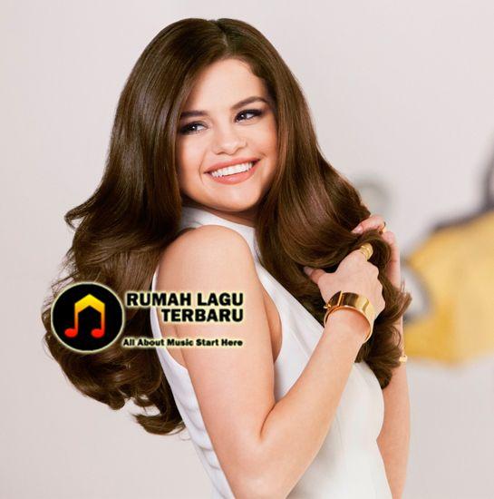 Bisakah kita mengambil sedikit waktu untuk mengapresiasi pendewasaan dari seorang Selena Gomez ? Dirinya memulai karir sebagai artis cilik pada Barney & Friends, kemudian lulus sebagai seorang selebritis di Disney Chanell, dan pada akhirnya berhasil meraih kepopuleran sebagai seorang musisi dunia. Selena Gomez, Berita Terbaru Selena Gomez, Berita Terbaru Selena, Berita Musik Selena Gomez, Lagu Terbaik Selena Gomez, Berita Musik Terbaru, Download Lagu Selena Gomez, Download Lagu Gratis