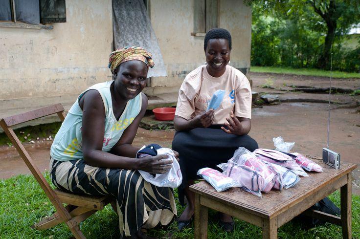 "Lovisa vende ""afripads"" en Uganda."