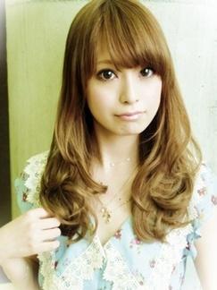 ワンカールMIX☆ 毛先のワンカールだけで内巻きと外巻きをMIXさせたスタイル!! できればデジタルパーマで大きめのワンカールをしっかりつけておけば、カールの持ちもスタイリングのしやすさも全然違ってきますよ☆前髪はやや奥の方から作るのがポイントです♪ パーマ14,500円~(カット込み) http://home.rasysa.com/xelha/style/48000.html