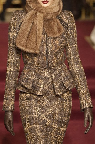 Zac Posen Fall 2013 - Details Would wear the suit, not the scarf if it is animal fur!