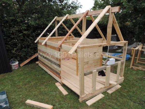 97 best images about pallet bouw on pinterest for Maison de jardin enfant