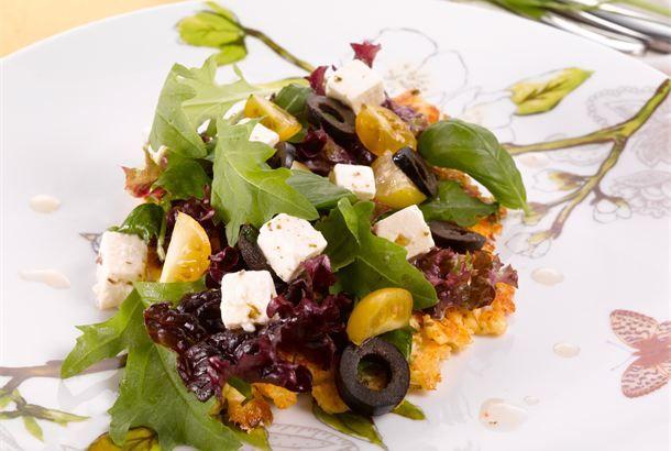 Salaattimunakas ✦ Salaattimunakas maustuu välimerellisillä mauilla. http://www.valio.fi/reseptit/salaattimunakas/