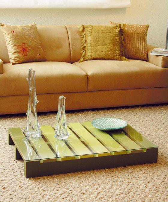 Palete Reciclado.   http://www.portaldeartesanato.com.br/ideias/55/Centro+de+mesa+feito+com+palete+de+madeira