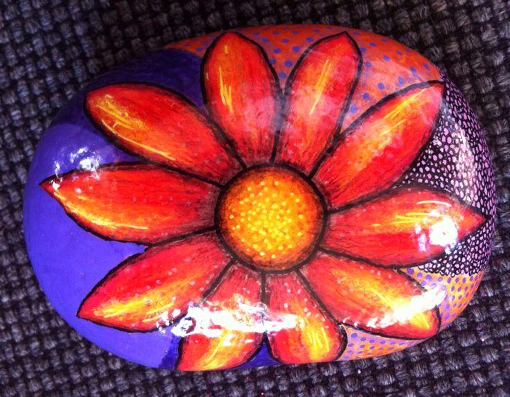 Blomst malet på sten