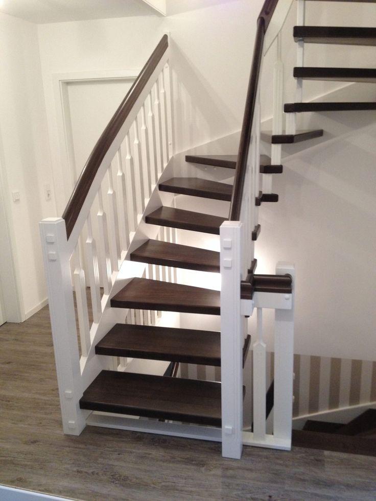 Tischlerei Neumann - Eingestemmte Treppe aus Buche, Handlauf und Stufen dunkel gebeizt