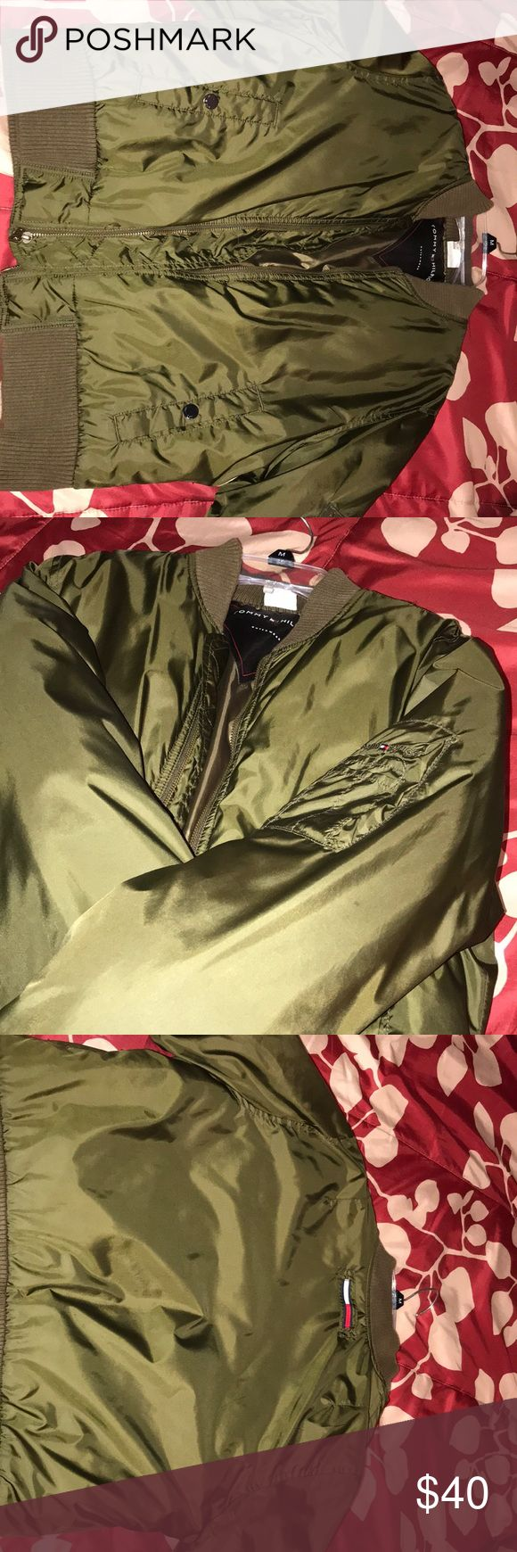 Tommy Hilfiger Bomber jacket Army green Tommy Hilfiger bomber jacket in size Medium, good condition. Tommy Hilfiger Jackets & Coats Puffers