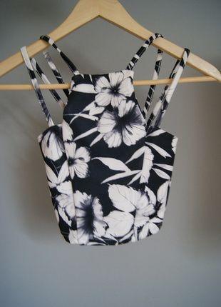 Kup mój przedmiot na #vintedpl http://www.vinted.pl/damska-odziez/koszulki-na-ramiaczkach-koszulki-bez-rekawow/10320363-crop-top-print-floral-motyw