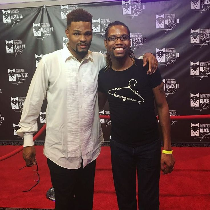 The NO WIRE HANGERS® tee on the red carpet!