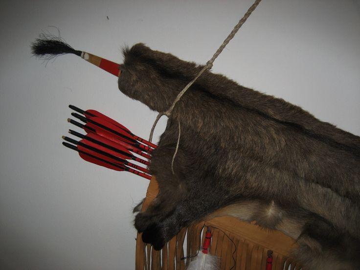 La faretra è un astuccio atto a contenere frecce o dardi per archi o balestre. Può avere diverse forme ed essere portato appeso alla cinta, alla sella di un cavallo, o sulla schiena. In alcuni casi (in particolare nel caso di faretre da sella) può avere anche uno spazio in cui deporre l'arco.  Le faretre sono state usate fin dai tempi antichi da tutti i popoli che hanno fatto uso di archi o simili armi da lancio. Ötzi, l'uomo del tardo neolitico i cui resti sono stati rinvenuti sulle Alpi…