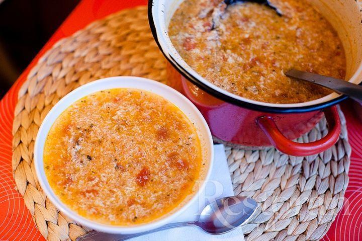 Очень интересный рецепт. Хлебные крошки, сыр и яйца дают густоту, суп получается, как пюре. При этом он обладает насыщенным интересным вкусом и он сытный! Все наедятся.