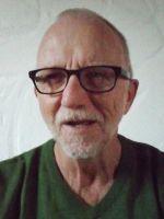 Manfred Brasholz wurde am 27.1.1945 in Frankenberg/Sachsen geboren. Nach Kriegsende kehrte seine Familie zurück nach Hannover. nach der Volksschule besuchte er die Realschule und holte später die Fachhochschulreife während der Bundeswehrzeit nach. Er diente in einer Sanitätseinheit, bis er nach 12 Jahren ausschied.