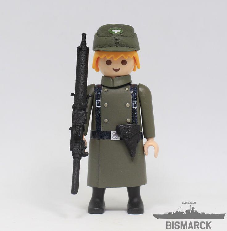 Click Customizado Soldado de la Wehrmacht con MG 08  Adaptacion de un playmobil, customizado como soldado de la Wehrmacht con gorra y MG 08