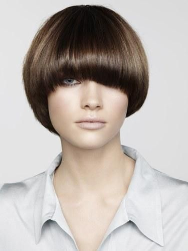 Would love this with a shorter fringe. How does she see?