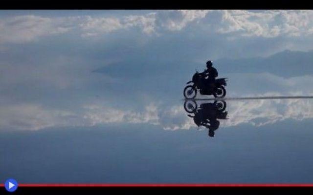 Il motociclista dello specchio lungo sei migliaia di chilometri #sudamerica #luoghimisteriosi #geologia