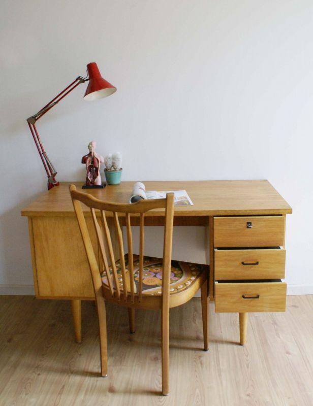 Houten vintage bureau met tof jaren 50/60 design. Retro tafel/desk | Fabulous…