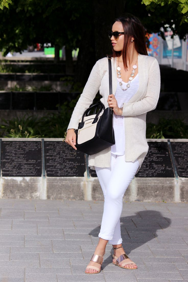 Outfit | Whiteout The Style ReefWearing Cotton On Cardi / Cotton White Tank / White Denim Jeans Just Jeans