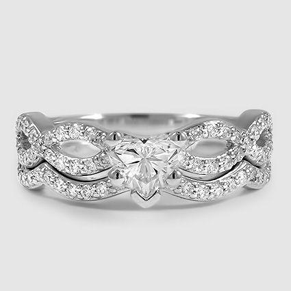 Unser Infinity-Diamantring aus 18 Karat Weißgold, besetzt mit einem herzförmigen …
