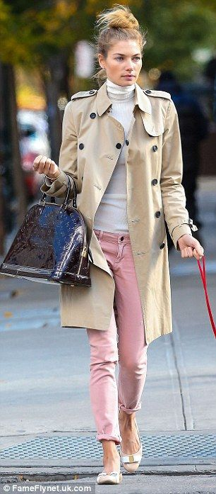 Chic: The model - who is engaged to Greek shipping heir Stavros Niarchos - was elegant in pink rolled up jeans
