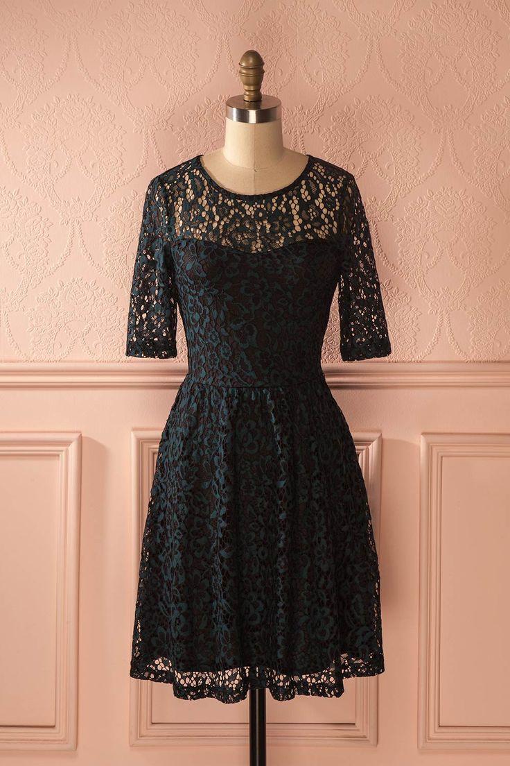 Pour son romantique rendez-vous hivernal, elle porta une robe de dentelle.   For her romantic winter date night, she wore a lace dress. Zeyna Forest - Black and teal lace cocktail dress www.1861.ca