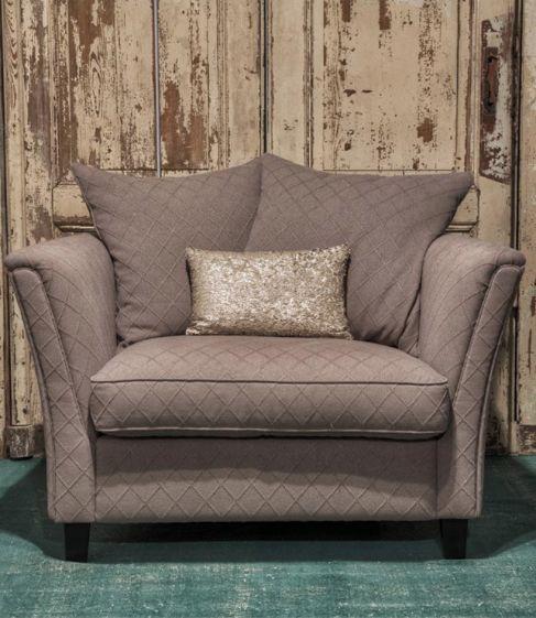 Deze fauteuil is heel goed in te passen in ieder interieur. Het zitkussen is gemaakt van latex sticks. Dit is een hoogwaardig natuurproduct. Het zit heerlijk en geeft een goede steun.