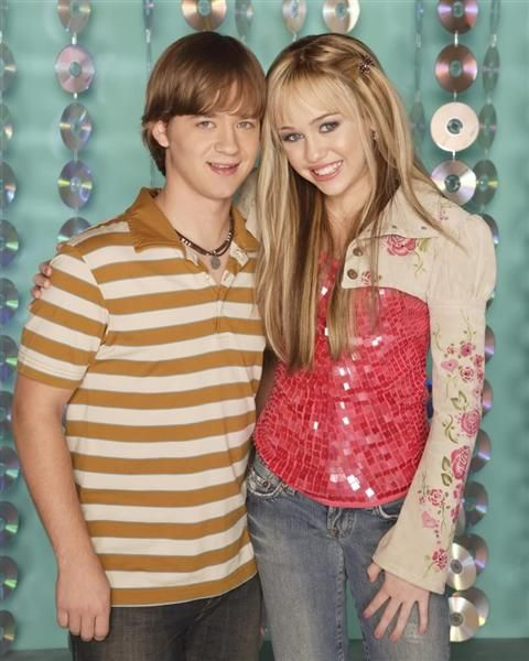 "Jason Earles played Jackson Stewart, Miley Cyrus' big brother, on the Disney Channel's ""Hannah Montana."" And while there was just a year between the Stewart siblings, the co-stars had 15 years between them. By the time the series ended, Jackson was 19 and Earles was a shockingly ancient 34."