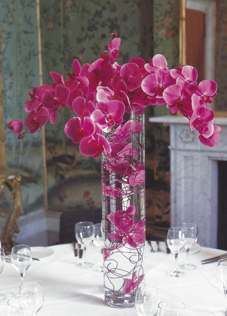phaleonopsis orchids with orchid blooms submerged with wire #centerpiece