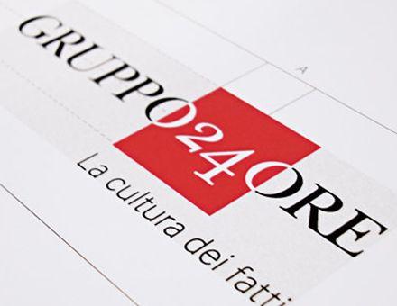 GRUPPO 24 ORE  (01/02/2009)  Nuova brand identity per il Gruppo Il Sole 24 Ore.  Carmi e Ubertis firma la nuova identità del Gruppo Il Sole 24 ORE: un nuovo nome, Gruppo 24 ORE, e il nuovo design del logo, dove i valori di solidità e compattezza prendono forma nel quadrato rosso.