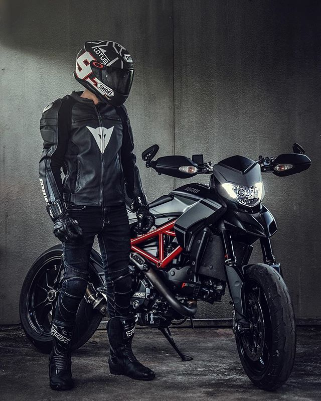 The Dark Side Photo: @win_waragorn  #ducatistagram #ducati #hypermotard #821
