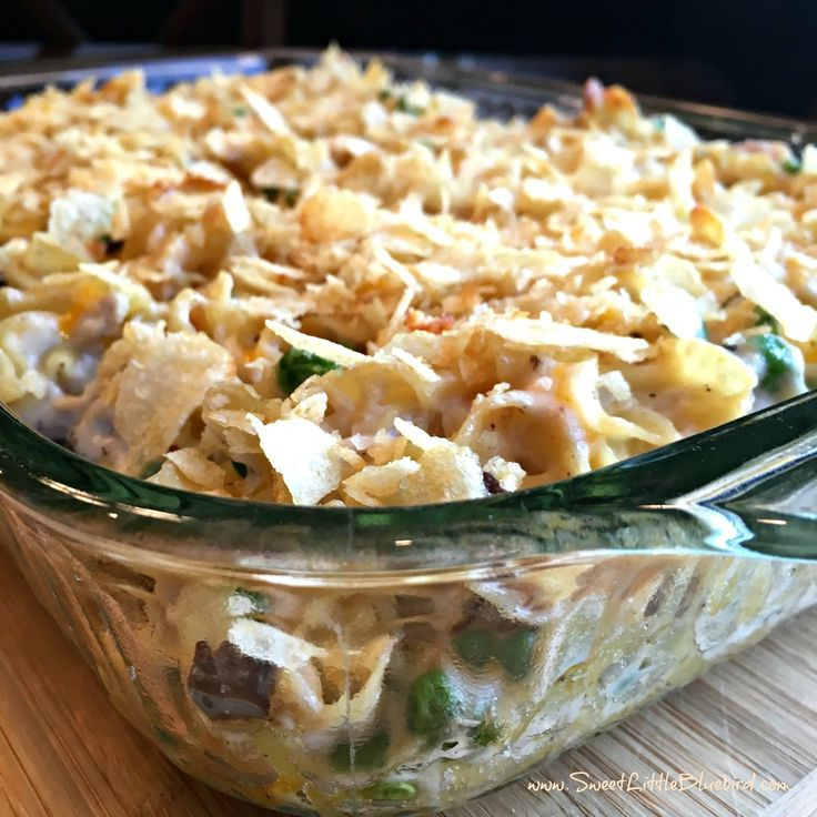 Today I am sharing an old school classic - Old Fashioned Tuna Noodle Casserole! Comfort food at its best!   Egg noddles in a delicious cr...
