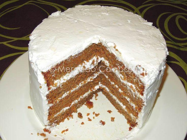 Teníamos unas ganas locas de hacer la carrot cake  en casa. Antaño hicimos una primera versión del carrot cake en formato bizcocho , con sus...