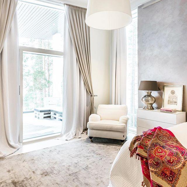 Hempeitä helmiäisen sävyjä Lammi-Kivitalon makuuhuoneessa #lammikivitalo #sweetdreams #ihana #makuuhuone #koti #home #lammikivitalot www.lammi-kivitalot.fi