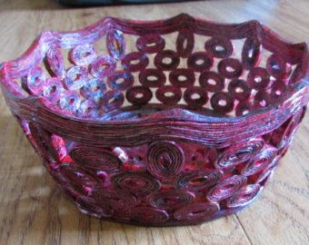 i made this bowl / basket from magazines and newspapier  - stable  - surface washable  Measurements appr. : - diameter at the top 22 cm / 8,66 - diameter at the bottom 10 cm / 3,93 - height 7 cm / 2,75  The colors may slightly vary on your display.  standard shipping: - to Europe: 5 - 10 business days - to USA, Canada, Australia and worldwide: 8 - 25 business days