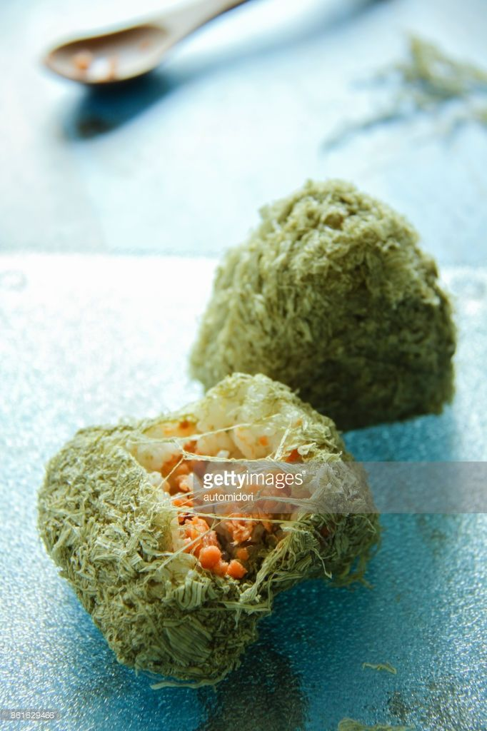 The Japanese rice ball called 'onigiri' is filled with shreded baked salmon, and then covered with tororo kombu which gives a pretty appearance.