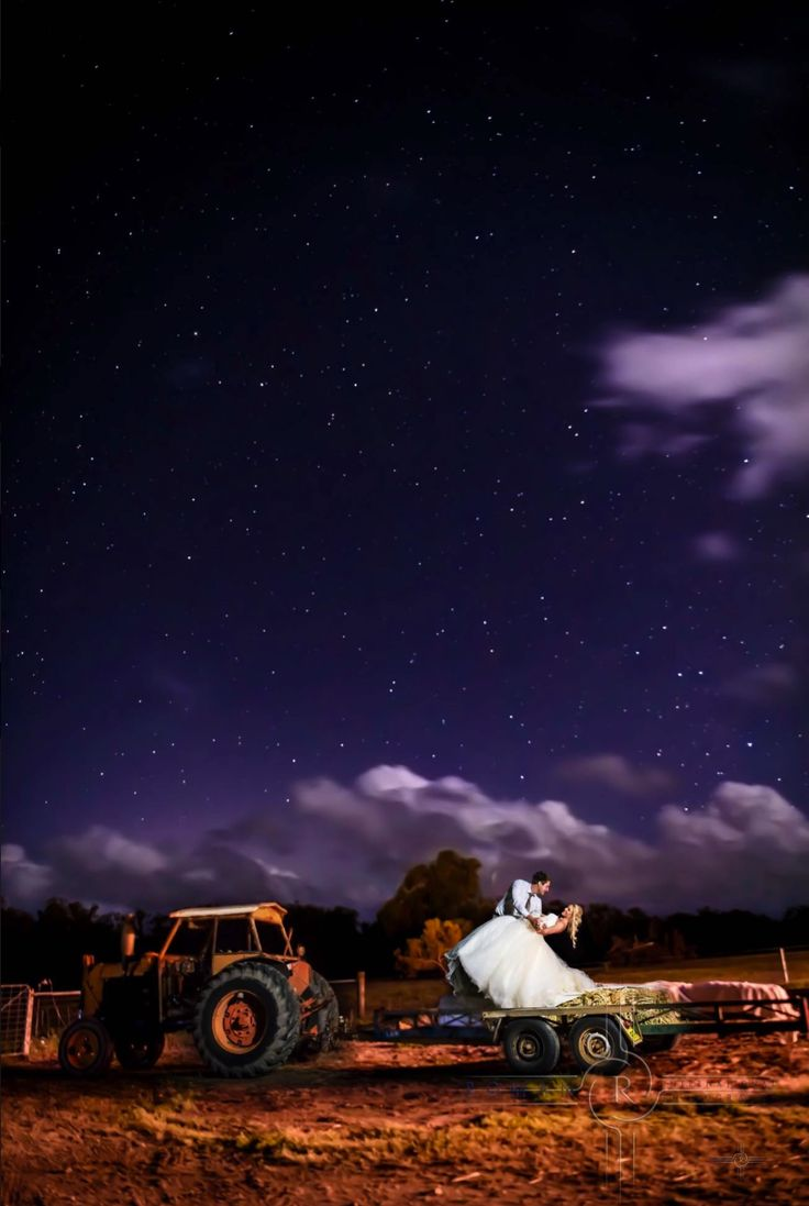 A beautiful country wedding gave us a great opportunity to photograph great night photography