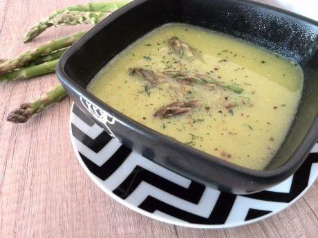 Prosta i smaczna zupa - krem z zielonych szparagów. Przekonaj się, jaka dobra!