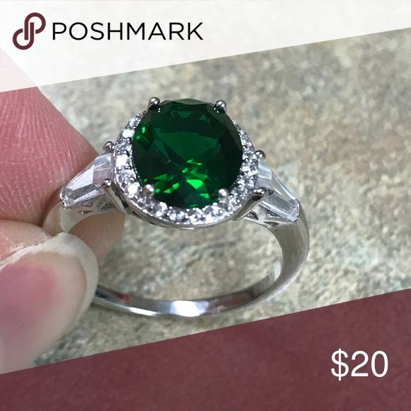 Sterling silver ring 925 sterling silver, emerald green color stone, cz stones, price is firm Jewelry Rings
