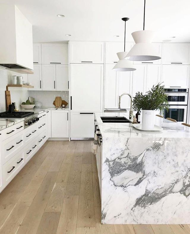 Marble Kitchen A Classic And Tips For Choosing Marble Marblekitchen Marble Kitchen Decor Marble Kitc Kitchen Design Small White Kitchens Kitchen Inspirations