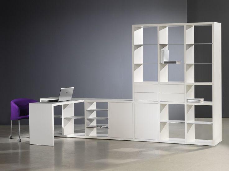 Kasten in de serie Groove van #Castelijn hebben als basis open vakken die de meubelen een strak en luchtig uiterlijk geven. Deze vakken kunnen opgebouwd worden in de breedte en in de hoogte, van #dressoir tot plafondhoge wand. De ingeschoven aluminium schappen van deze Castelijn #kast worden afgewisseld met stevige constructieplanken. Doordat de verbindingen niet zichtbaar zijn is de Groove zeer geschikt als vrijstaande kast en als #roomdivider. #GilsingWonen #design #wooninspiratie