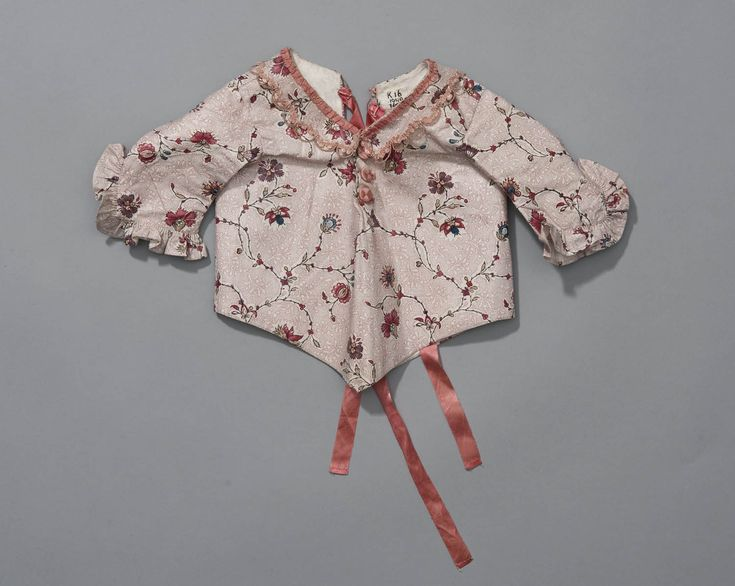 Infant's jacket, Netherlands, 1775-1780. Cotton with floral motifs, lined with linen.