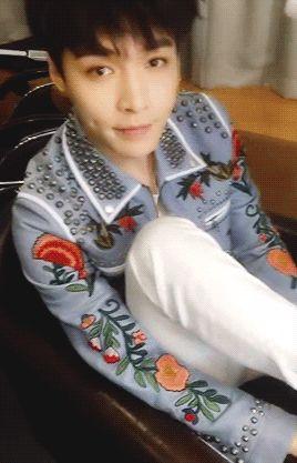 So cuteeee >.< #Lay #Yixing #Exo