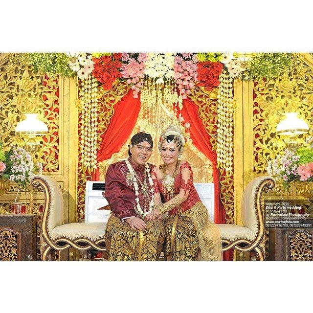 #foto #pernikahan Dita+Restu #pengantin adat #Jawa #weddingreception #weddingceremony #weddingparty #Jogja #Yogyakarta #Indonesia, http://wedding.poetrafoto.com