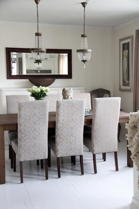 Elegant dinning room Stylizimo - Home. Decor. Inspiration....minus the ugly table statue and picture on the right wall