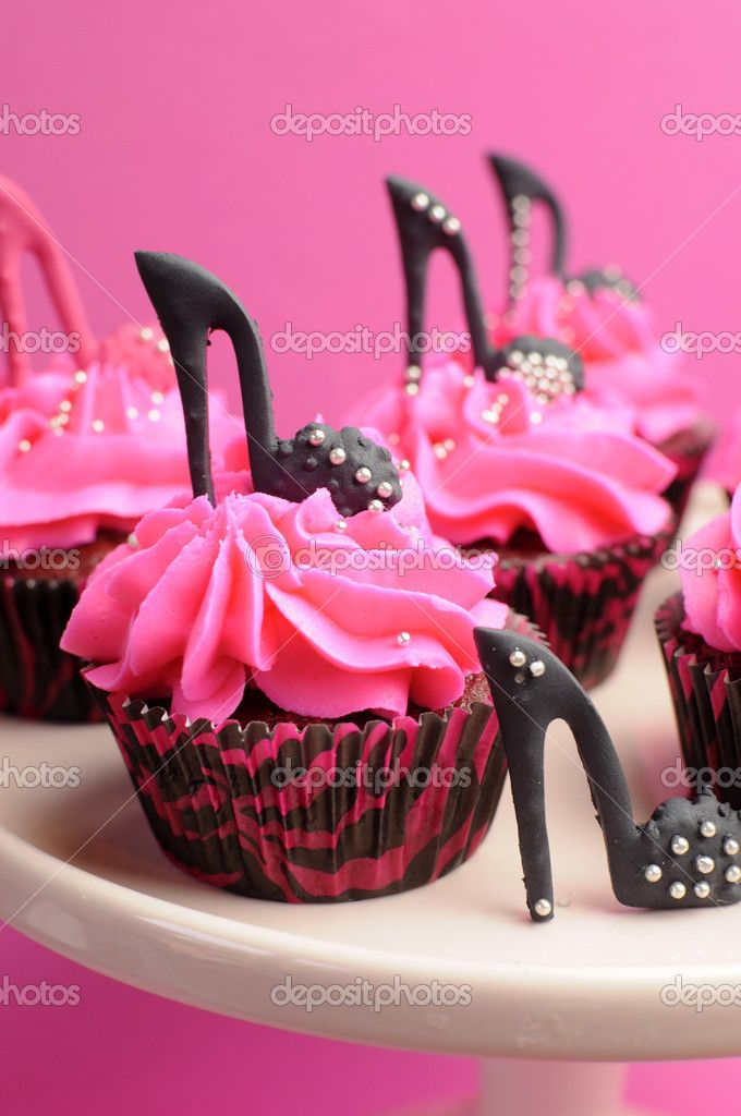zebra & hot pink cake with high heel shoe & purse | ... high-heel-shoes-decorated-pink-and-black-red-velvet-cupcakes-with-high