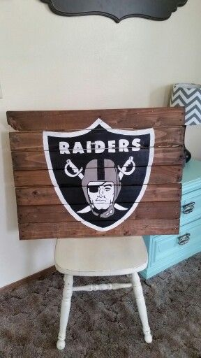 Oakland Raiders pallet sign