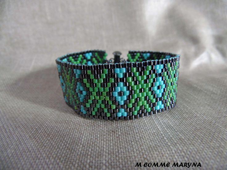 Bracelet manchette ethnique chic tissée en perles Miyuki indien huichol gris et vert Bardane porte-bonheur : Bracelet par m-comme-maryna
