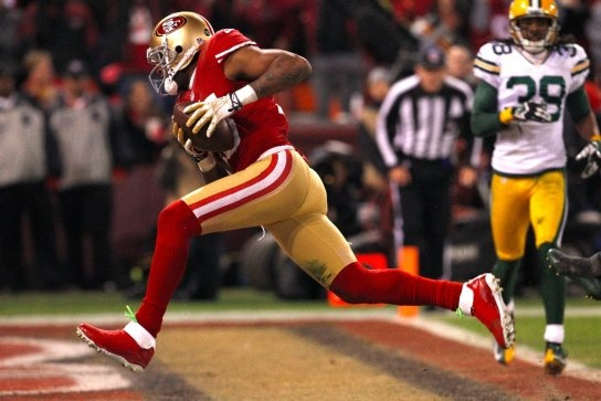 Wide receiver Michael Crabtree scores a touchdown after a recovered fumble in the second half of the San Francisco 49ers game against the Green Bay Packers in the NFC Divisional Playoffs. (Carlos Avila Gonzalez / The Chronicle)