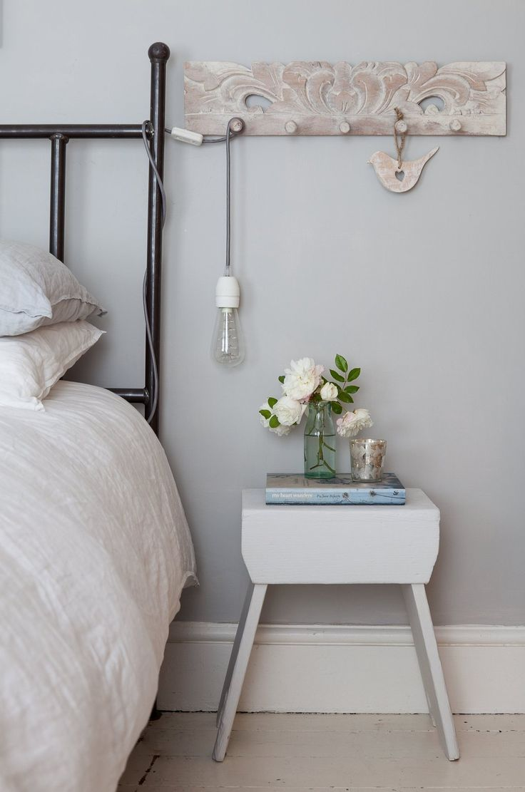 hang the bedside light like this?/ using the row of hooks Cathy & Tony's Calm, Creative English Home