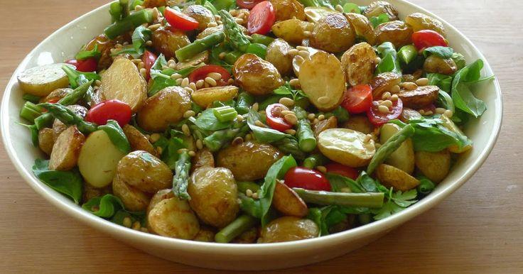 Denna är min nya favorit när det gäller potatissallad, den är otroligt god och väldigt fräsch. Vi hade den på midsommarafton till det...